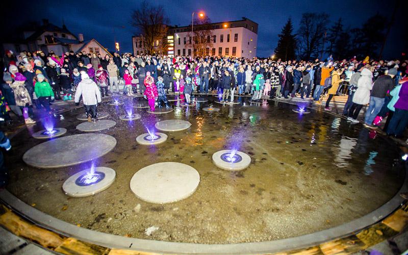 Rapla linn tähistas sünnipäeva keskväljaku avamisega