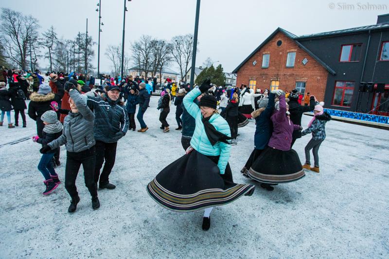 VIDEO: Rapla keskväljakul tantsis üle 200 inimese